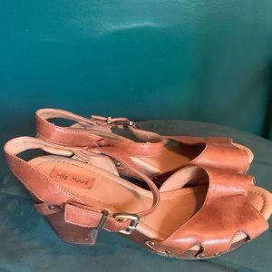 Wood bottom sandal, open toe, leather